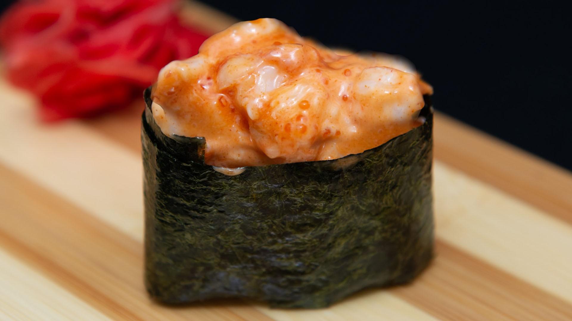 Спайс суши со слабосоленым лососем