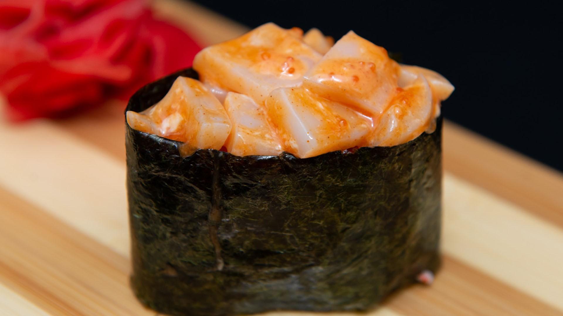 Спайс суши с кальмаром