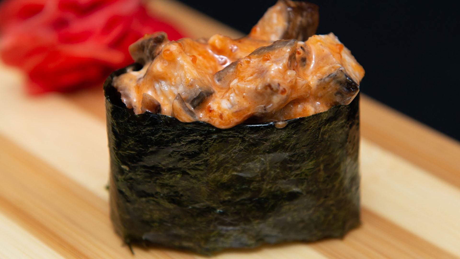 Спайс суши с копченым угрем